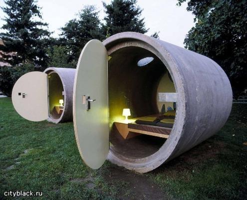 Нестандартный отель из труб